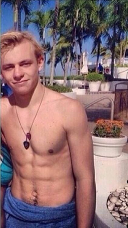 Ross lynch naked